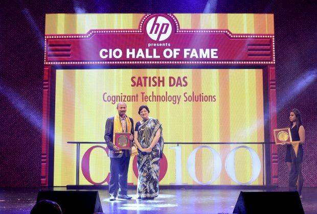 Hall of Fame: Satish Kumar Das, CSO & VP, Cognizant Technology Solutions India receives the CIO100 Special Award for 2013 from Neelam Dhawan, MD, HP India.