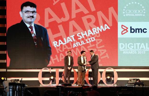 Digital Transformation Czar: Rajat Sharma, President-IT of Atul receives the CIO100 Special Award for 2015 from Suhas Kelkar, VP and CTO-APAC, BMC Software