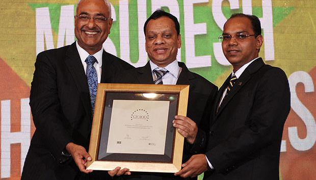 Super League: M Suresh, Director at Hyundai Motor India receives the CIO100 Special Award for 2012