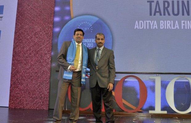 Cloud Conqueror: Tarun Pandey, Senior VP-IT of Aditya Birla Financial receives the CIO100 Special Award for 2013 from Ramanujan K, Director-Enterprise Sales, NetApp