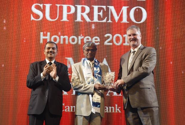 Security Supremo: M A Nayagam, GM-IT of Tamilnad Mercantile Bank receives the CIO100 Special Award for 2014 from John McCormack, CEO, Websense