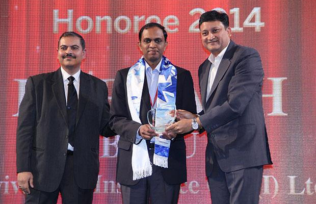 Mobility Maven: Harnath Babu, CIO of Aviva Life Insurance Company receives the CIO100 Special Award for 2014 from Sukesh Jain, VP-Enterprise Business Division, Samsung Enterprise Business