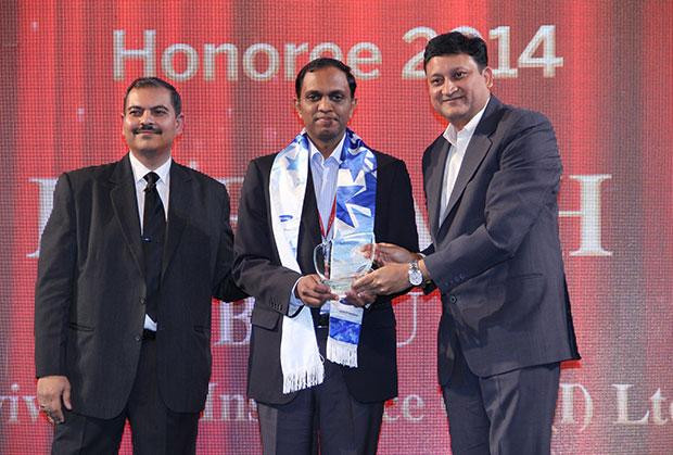 Mobility Maven: Harnath Babu, CIO of Aviva Life Insurance Company receives the CIO100 Special Award for 2014 from Sukesh Jain, VP-Enterprise Business Division, Samsung Enterprise Business