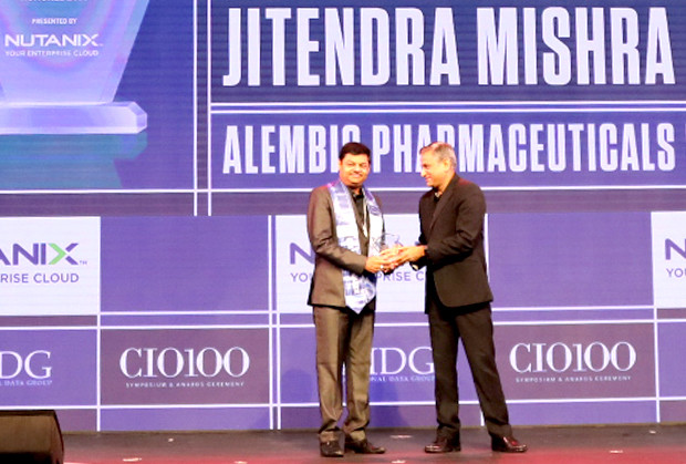 HCI Trailblazer: Jitendra Mishra, VP-Chief Information Officer (CIO), Alembic Pharmaceuticals receives the CIO100 Special Award for 2019 from Anantharaman Balakrishnan, President & CEO, Nutanix India