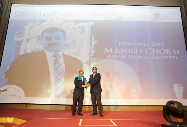Innovation: Manish Choksi, President-IT of Asian Paints India receives the CIO100 Special Award for 2011 from Anand Sanakaran, SVP and Business Head, India, Middle East and Africa, Wipro