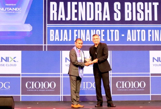 HCI Trailblazer: Rajendra S Bisht, VP-Technology & Digital, Bajaj Finance receives the CIO100 Special Award for 2019 from Anantharaman Balakrishnan, President & CEO, Nutanix India
