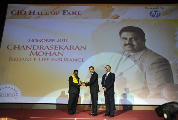 Hall of Fame: Chandrasekaran Mohan, CTO of Reliance Capital receives the CIO100 Special Award for 2011 from Prakash Krishnamoorthy, Country Manager, HP StorageWorks India