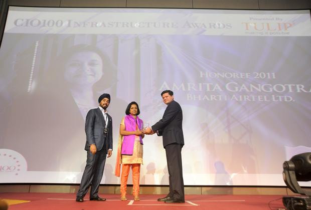 Infrastructure Evolution Futurist: Amrita Gangotra,Director-IT, Bharati Airtel receives the CIO100 Special Award for 2011 from Sanjay Jain, CEO, Tulip Telecom