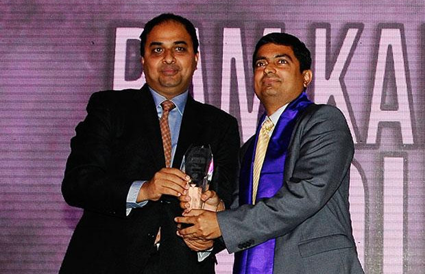 Innovation Architect: Ram Kalyan Medury, CIO of ICICI Lombard General Insurance receives the CIO100 Special Award for 2012 from Anand Sankaran, Senior VP and Business Head, Wipro