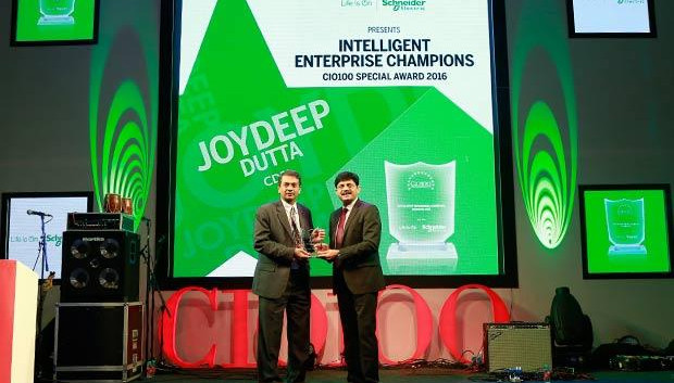 Intelligent Enterprise Champion: Joydeep Dutta, Group CTO at CDSL receives the CIO100 Special Award for 2016 from Nikhil Pathak, VP and Country GM-IT Business, India and SAARC, Schneider