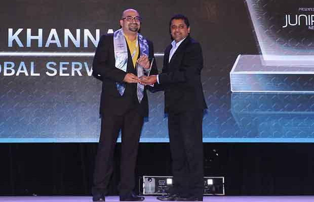 Networking Pioneer: Amit Khanna, Business Technology Head at WNS Global Services receives the CIO100 Special Award for 2017 from Sajan Paul, CTO, Juniper Networks-India and SAARC