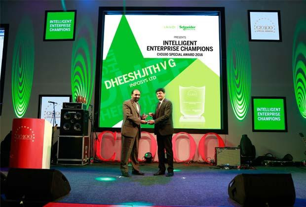 Intelligent Enterprise Champion: Dheeshjith V G, CIO-Internal Infrastructure of Infosys receives the CIO100 Special Award for 2016 from Nikhil Pathak, VP and Country GM-IT Business, India and SAARC, Schneider Electric