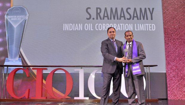 Innovation Architect: S Ramasamy, Executive Director-IS at Indian Oil Corporation (IOCL) receives the CIO100 Special Award for 2013 from Anand Sankaran, Senior VP and Business Head, Wipro