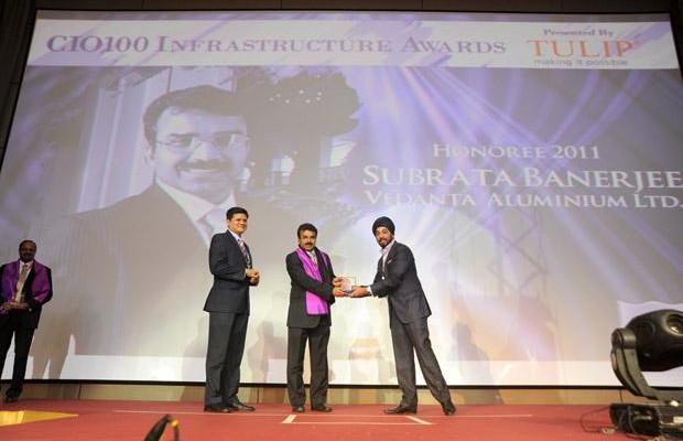 Infrastructure: Subrata Banerjee, VP - IT of Vedanta Aluminium receives the CIO100 Special Award for 2011 from Sanjay Jain, CEO, Tulip Telecom