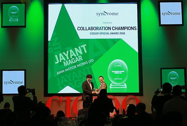 Collaboration Champion: Jayant Magar, VP-IT and Group CIO of AMW Motors receives the CIO100 Special Award for 2016 from Yogesh Purohit, Director-Sales, Syndrome
