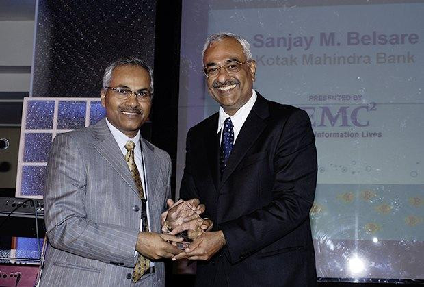 Information Mastermind: Sanjay M Belsare, EVP-IT, Kotak Mahindra Bank recieves CIO100 Special Award for 2010 from Manoj Chugh, President EMC India and SAARC