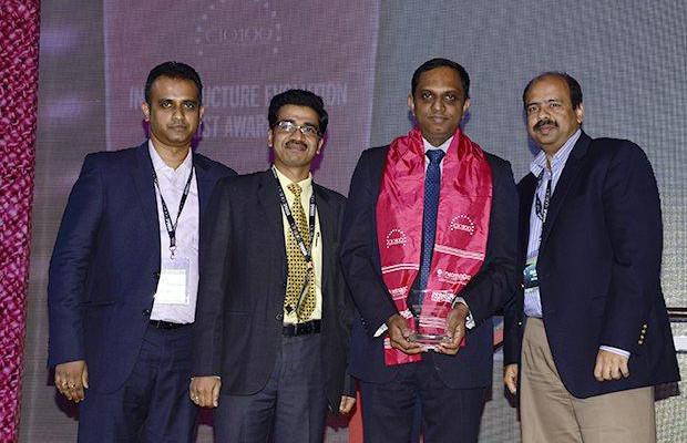 Infrastructure Evolution Futurist: Harnath Babu, CIO of Aviva Life Insurance Company receives the CIO100 Special Award for 2013 from Sharad Sanghi, MD and CEO, Netmagic and Sunil Gupta, COO, Netmagic