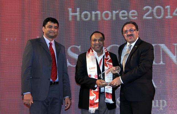 Sourcing Shogun: Sachin Gupta, CIO of Bennett and Coleman Co receives the CIO100 Special Award for 2014 from Alok Bharadwaj, Executive VP, Canon India