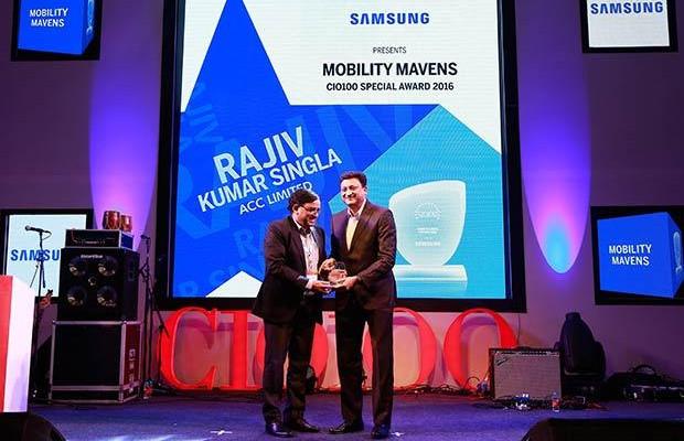 Mobility Maven: Rajiv Kumar Singla, Head-IT of ACC receives the CIO100 Special Award for 2016 from Sukesh Jain, VP, Samsung