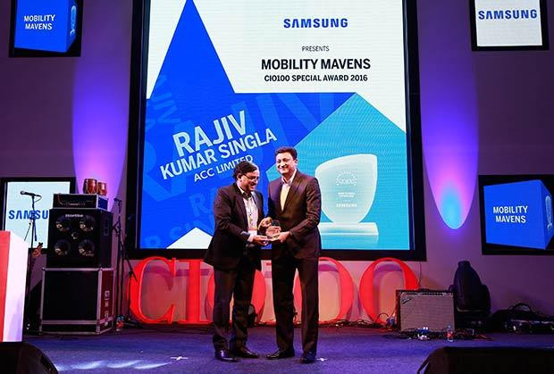 Mobility Maven: Rajiv Kumar Singla, Head-IT of ACC receives the CIO100 Special Award for 2016 from Sukesh Jain, VP, Samsung