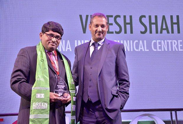 Green Crusader: Viresh Shah, Country Head-IT, Dana Holding receives the CIO100 Special Award for 2013 from Kumaran Ramanathan, MD, IDG Global Services