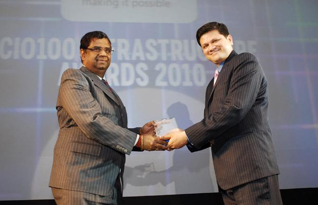 Infrastructure: S T Sathiavageeswaran, Executive director - IS of Hindustan Petroleum receives the CIO100 Special Award for 2010 from Sanjay Jain, CEO, Tulip Telecom