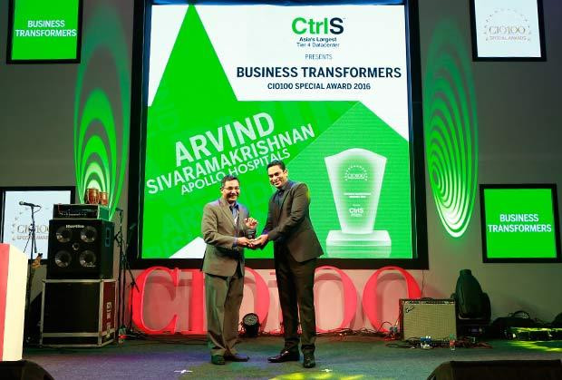 Business Transformer: Arvind Sivaramakrishnan, Group CIO of Apollo Hospitals receives the CIO100 Special Award for 2016 from Sridhar Pinnapureddy, Chairman and MD, CtrlS