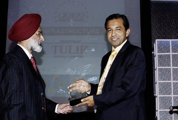 Infrastructure: Sumit Dutta Chowdhury, CIO, Reliance Communications receives the CIO100 Special Award for 2009 from H.S. Bedi, Chairman and MD, Tulip Telecom.