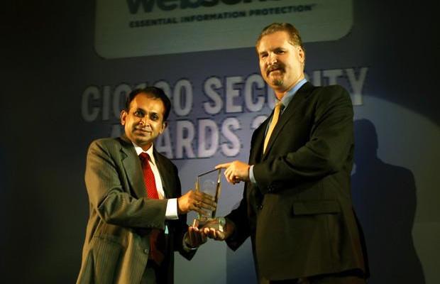 Security: Dhiren Savla, CIO of Crisil receives the CIO100 Special Award for 2010 from John McCormack, President, Websense