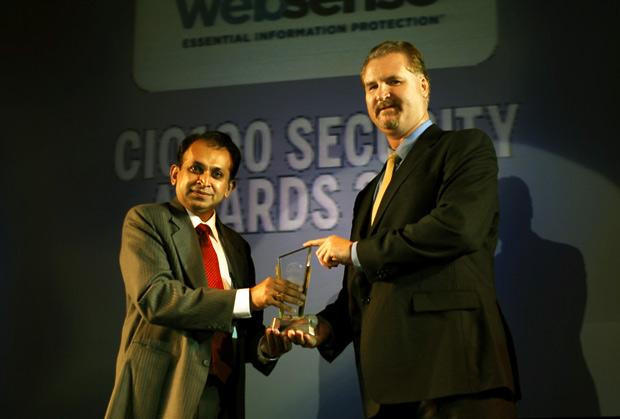 Security: Dhiren Savla, CIO of Crisil receives the CIO100 Special Award for 2010 from John McCormack, President, Websense
