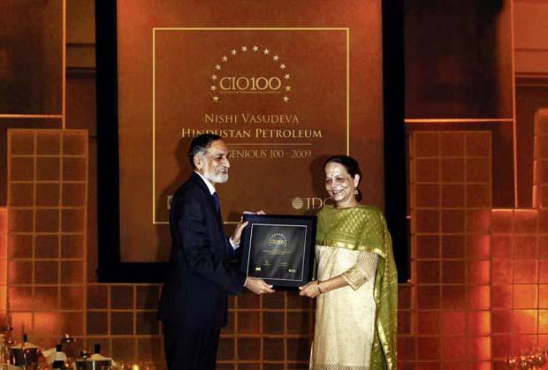 The Ingenious 100: Nishi Vasudeva, EVP & Chairman of Hindustan Petroleum receives the CIO100 Award for 2009