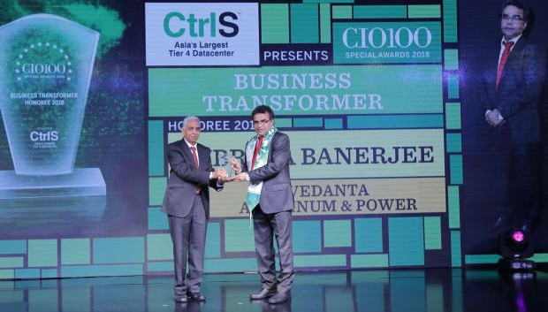 Business Transformer: Subrata Banerjee, Head IT of Vedanta- Aluminium & Power, receives the CIO100 special award for 2018 from R S Prasad Rao, Director- CtrlS