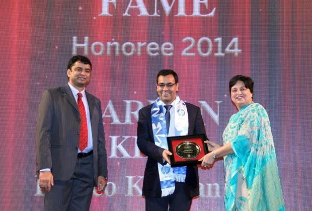 Hall of Fame: Farhan Khan, VP - IT of Radico Khaitan receives the CIO100 Special Award for 2014 from Neelam Dhawan, MD, HP India