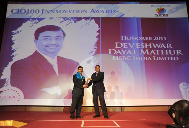 Innovation Architect: Devesh Mathur, COO India, HSBC receives the CIO100 Special Award for 2011 from Anand Sanakaran, SVP and Business Head, India, Middle East and Africa, Wipro