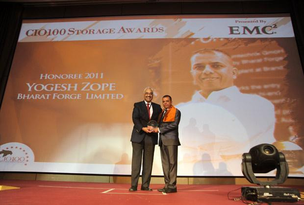 Storage: Yogesh Zope, Group CIO, Bharat Forge receives the CIO100 Special Award for 2011 from Manoj Chugh, President, India and SAARC, Director Global Accounts-APJ, EMC.