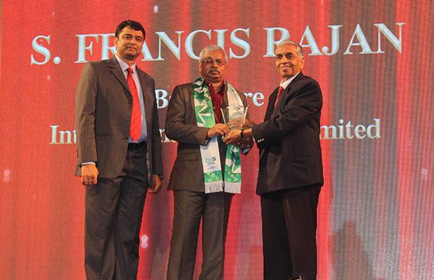 Business Transformer: S Francis Rajan, VP - ICT of Bangalore International Airport (BIAL) receives the CIO100 Special Award for 2014 from in association with CtrlS.