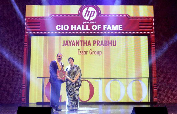 Hall of Fame: Jayantha Prabhu, CTO, Essar Group receives the CIO100 Special Award for 2013 from Neelam Dhawan, MD, HP India