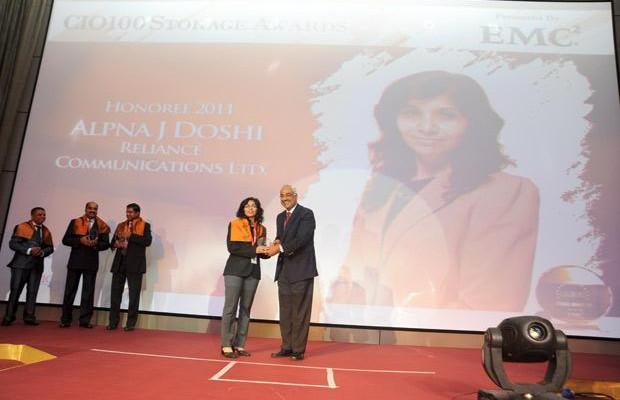 Storage: Alpna Doshi, CIO of Reliance Communications receives the CIO100 Special Award for 2011 from Manoj Chugh, President, India and SAARC, Director Global Accounts-APJ, EMC