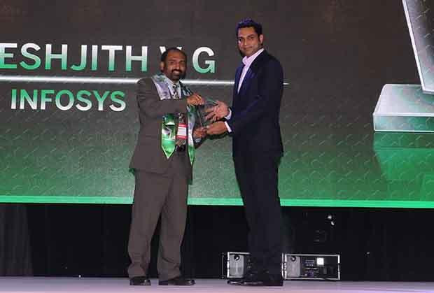 Business Transformer: Dheeshjith V G, CIO-Internal Infrastructure of Infosys receives the CIO100 Special Award for 2017 from Sridhar Pinnapureddy, Chairman and MD, CtrlS