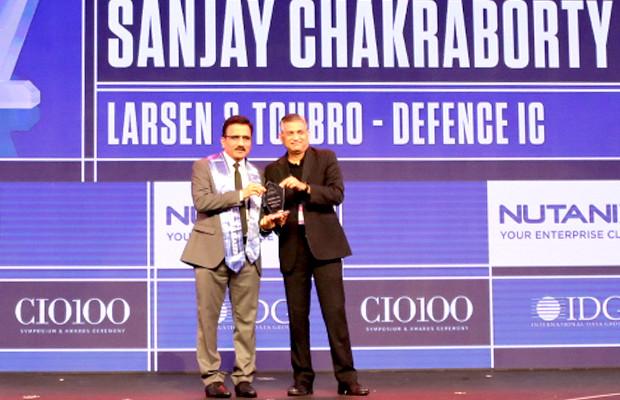 HCI Trailblazer: M Venkateshwarlu, Joint General Manager - Corporate IT, Larsen & Toubro receives the CIO100 Special Award for 2019 from Anantharaman Balakrishnan, President & CEO, Nutanix India on behalf of Sanjay Chakraborty, General Manager - Corporate Centre IT & Digital, L&T Defence