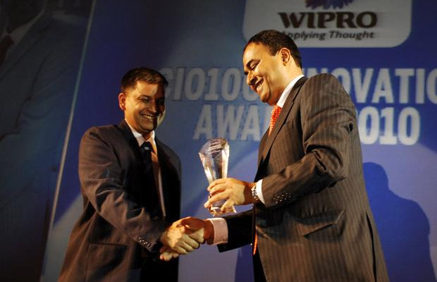 Innovation: Navin Chadha, Director IT of Vodafone India receives the CIO100 Special Award for 2010 from Anand Sankaran, SVP and Business Head, India and Middle East, Wipro