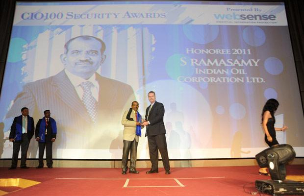 Security: S Ramasamy, Executive Director-IS at Indian Oil Corporation (IOCL) receives the CIO100 Special Award for 2011 from John McCormack, President, Websense