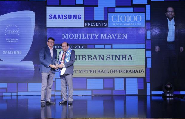 Mobility Maven: Anirban Sinha, Head-IT, L&T Metro Rail (Hyderabad), receives the CIO100 special award for 2018 from Sukesh Jain, Senior Vice President, Samsung Electronics