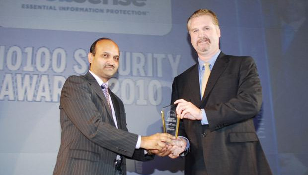 Security: Sanjay Jain, Chief Strategy Officer of WNS Global Services receives the CIO100 Special Award for 2010 from John McCormack, President, Websense