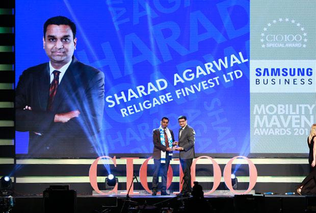 Mobility Maven: Sharad Agarwal, EVP - Head of Operations, Religare Finvest receives the CIO100 Special Award for 2015 from Sukesh Jain, VP-Enterprise Business Division, Samsung Enterprise Business