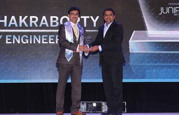 Networking Pioneer: Sanjay Chakraborty, Head-IT and Operational Excellence of L&T Heavy Engineering receives the CIO100 Special Award for 2017 from Sajan Paul, CTO, Juniper Networks-India and SAARC
