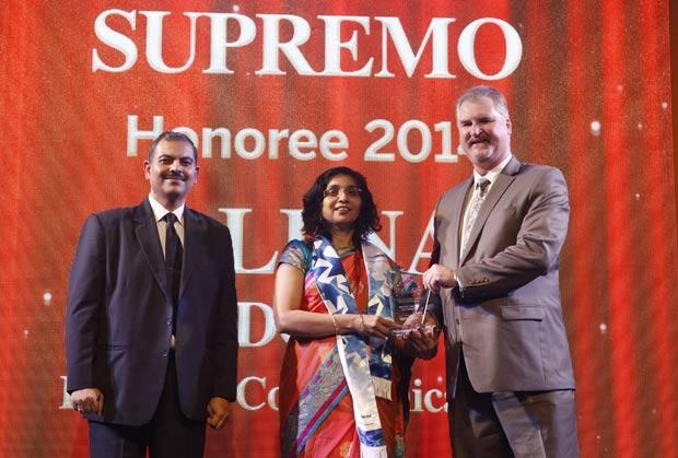 Security Supremo: Alpna Doshi, CIO of Reliance Communications receives the CIO100 Special Award for 2014 from John McCormack, CEO, Websense