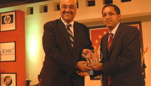 Storage Giants: Jai Menon, Director - IT Innovations, Bharti Airtel receives the CIO100 Special Award for 2006, constituted in association with EMC