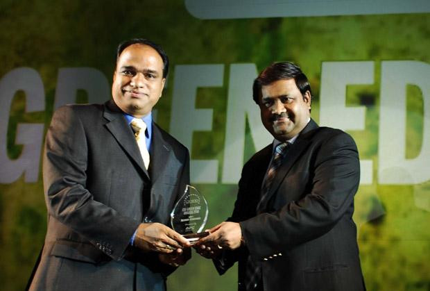 Green Edge: Nataraj N, Global CIO of Hexaware Technologies receives the CIO100 Special Award for 2010 from Shrinivas Chebbi, CGM and VP, India and SAARC, APC, Schneider Electric