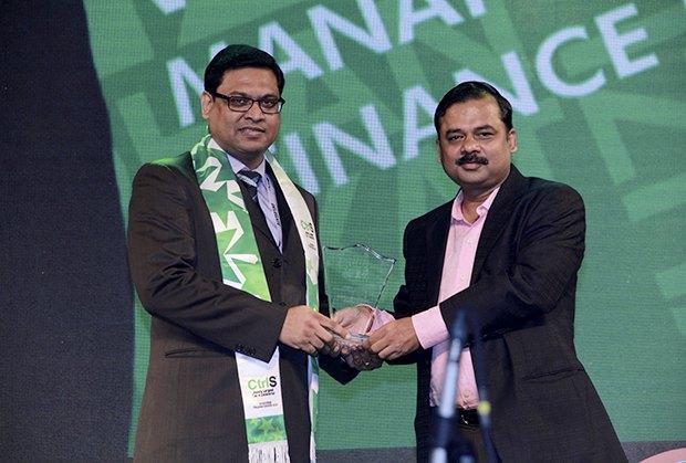Business Transformer: Rajeev Mittal, HEAD IT&IS, Piaggio Vehicles receives the CIO100 Special Award for 2017 from Anil Nama, CIO, CtrlS